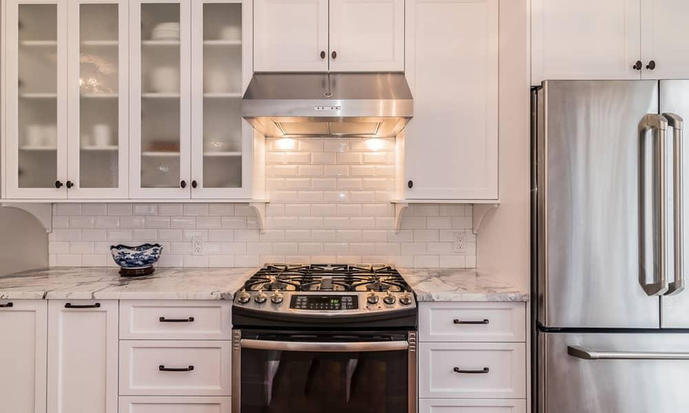 Cusiniere-au-gaz-dans-un-projet-de-cuisine-a-St-Leonard