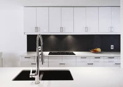 Projet-de-cuisine-dans-Hochelaga-en-laquer-blanc-lustre