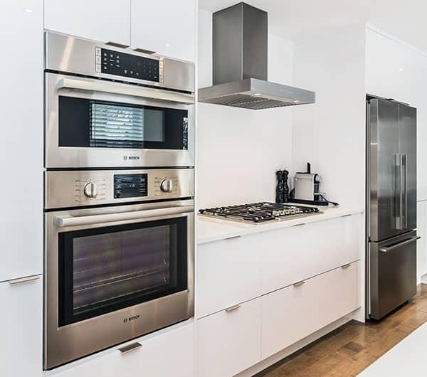 Renovation-de-cuisine-a-St-Lambert-avec-rangement-du-bas-avec-tiroir