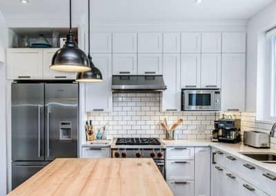 prime-Renovation-de-cuisine-Ilot-avec-comptoir-de-bois-dans-Rosemont