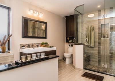 Ajout de salle de bains avec douche de verre