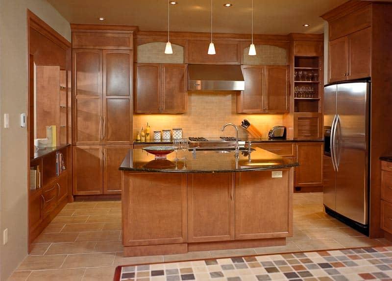 Cuisine-de-Montreal-Ouest-modele-Shaker-teint-et-comptoir-de-granite