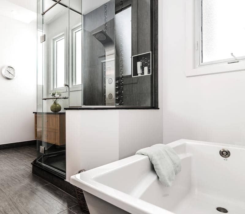 Douche-de-ceramique-avec-alcove-et-robinet-colonne-(2)