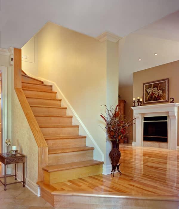 Escalier-avec-pallier-pour-acces-a-lagrandissement