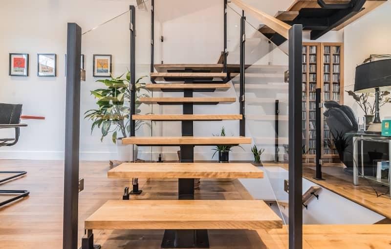 Escalier de merisier vernis naturel