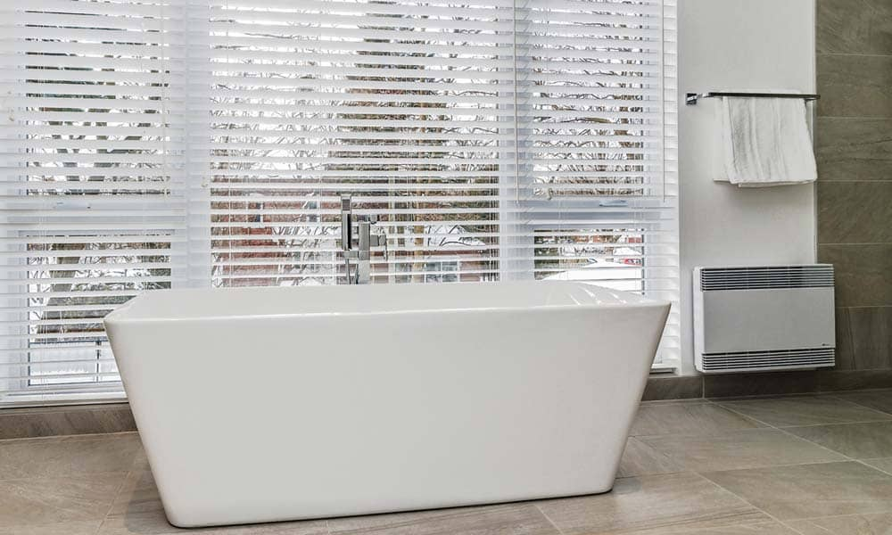 Renovation-de-salle-de-bains-avec-bain-autoportant