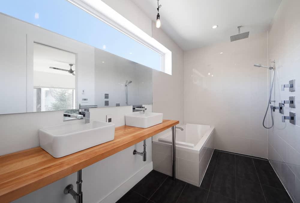 Salles de bains tendances design 2019 max construction - Tendance carrelage salle de bain 2020 ...