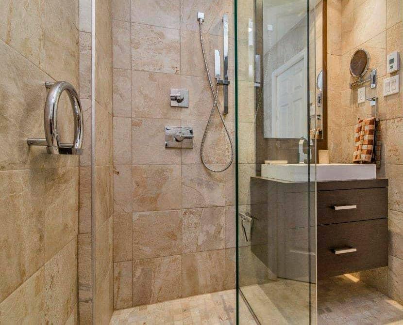 R novation de salle de bain montr al max larocque construction for Petite salle de bain renovation