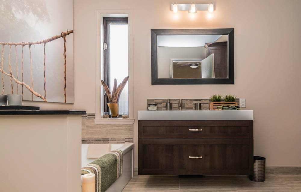Renovation-de-salle-de-bains-avec-vanite-de-polyester