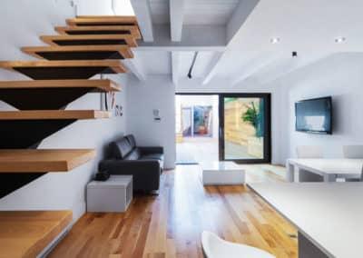 Salle-a-manger-et-sejour-avec-porte-patio-de-huit-pieds-dans-un-projet-de-cuisine-dHochelaga