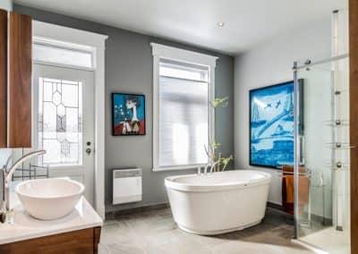 prime Salle de bains avec bain autoportant