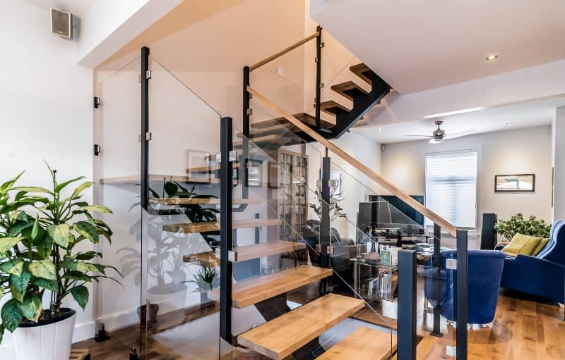 prime escalier avec garde corps de verre trempe