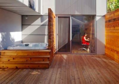 zoom-cour-interieure-cedre-et-spa